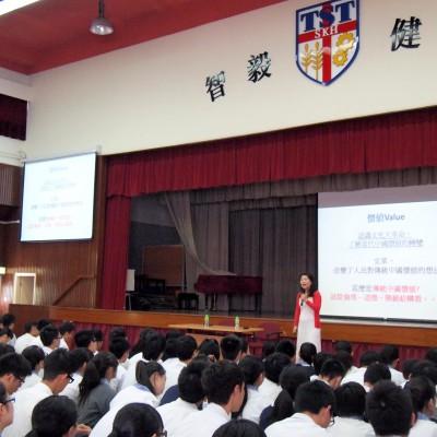 聖公會曾肇添中學放映巡禮,導師李嘉言女士講課