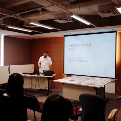 深圳藝術家張岩鑫教授講解國畫視覺語言。
